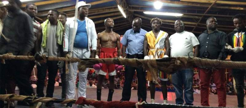 Kammwamba (center, in a red shot) beat Ncube in a yellow and white robe