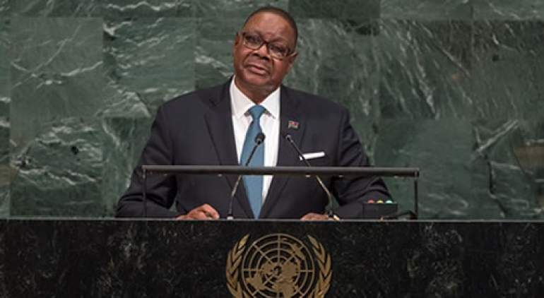 Mutharika addresing the Assembly previously